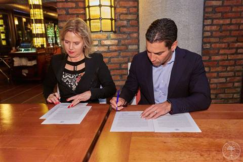 Signing Agreement Dutch Officials.jpg